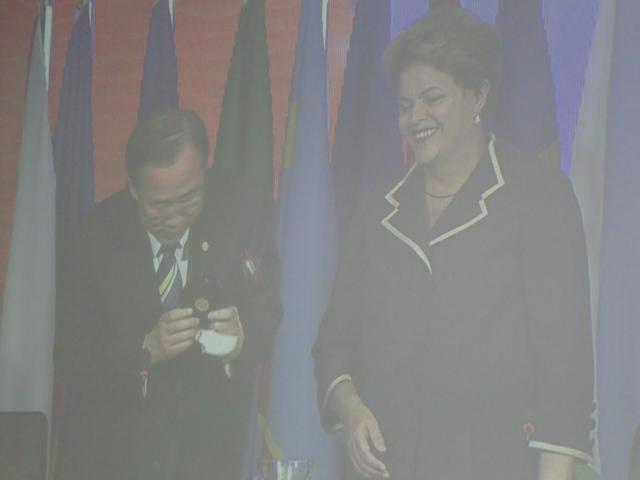"""Dilma e Ban Ki-Moon batem o martelo e encerram a Rio+20: """"Um passo histórico foi dado para um mundo mais justo e mais próspero.""""  Foto Antonio Carlos Teixeira"""