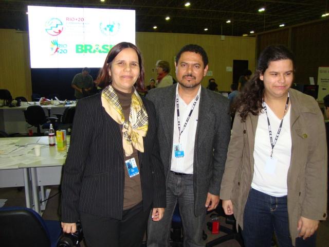 Com Sonia e Isabela Araripe, agora há pouco, no último dia da cobertura jornalística da Rio+20, no RioCentro: dias de pura adrenalina! Mas valeu!