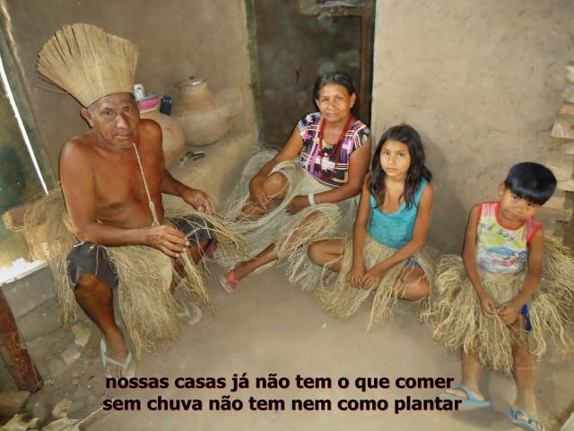 Família Kiriri em Banzaê: doação de cestas básicas pode ajudar indígenas do nordeste da Bahia a sobreviver aos impactos da seca e da falta de chuva na região