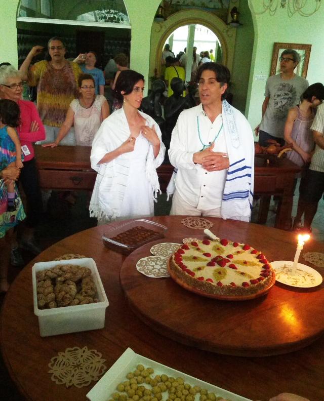 Organizador do evento, o Dr.Alberto Gonzalez, casou-se após o festival terminar, em cerimônia de tradição judaico-essênia realizada pelo Dr. Gabriel Cousens. O bolo da festa de comemoração, como não poderia deixar de ser, foi feito apenas com sementes oleagionosas, frutas e temperos.