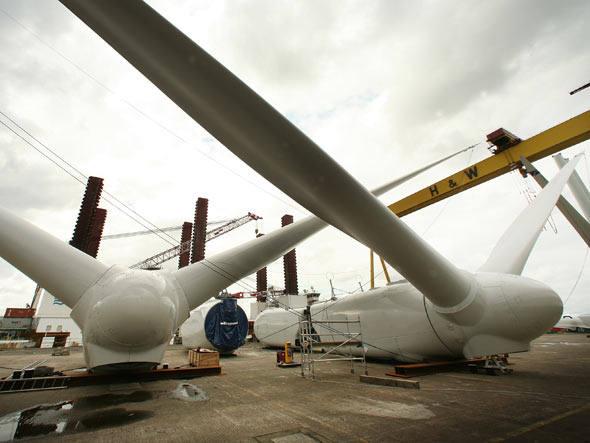 Produção de turbinas eólicas na Irlanda. Foto: Getty Images