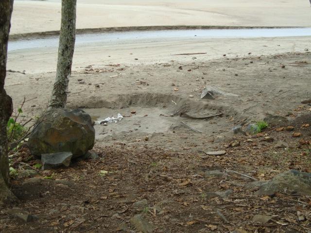 Cava gerada por extração de areia: atividade potencializa e facilita inundação oceânica na reigão. Foto: Antonio Carlos Teixeira 2014 - www.terragaia.wordpress.com