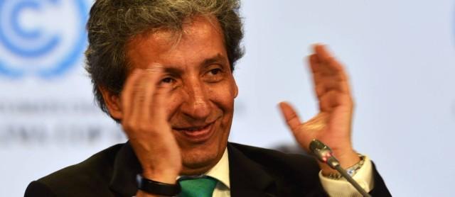 O presidente da COP e ministro do Meio Ambiente peruano, Manuel Pulgar Vidal, aplaude os resultados da conferência - CRIS BOURONCLE-AFP