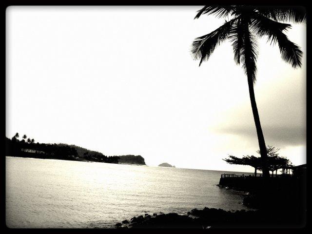 As águas do oceano atlântico vistas da comunidade de Água-Izé, em São Tomé e Príncipe. Foto: Antonio Carlos Teixeira - www.terragaia.wordpress.com