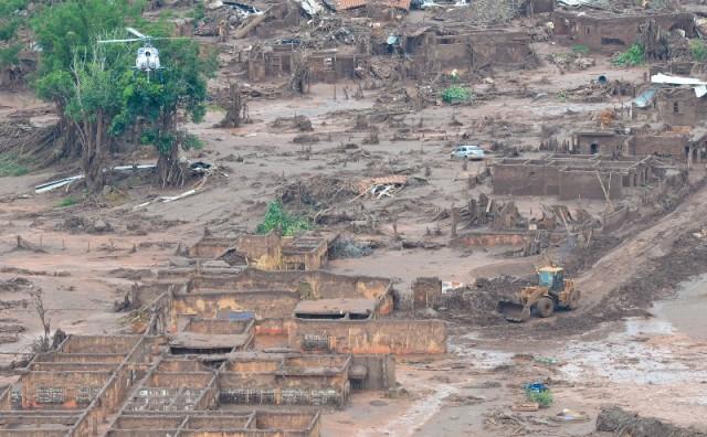 Área afetada pelo rompimento de barragem no distrito de Bento Rodrigues, zona rural de Mariana, em Minas Gerais (Antonio Cruz/Agência Brasil)