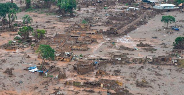 O distrito de Bento Rodrigues, em Mariana (MG), destruído pela lama das duas barragens da Samarco que se romperam no dia 5 de novembro de 2015. Foto: Antonio Cruz / Agência Brasil